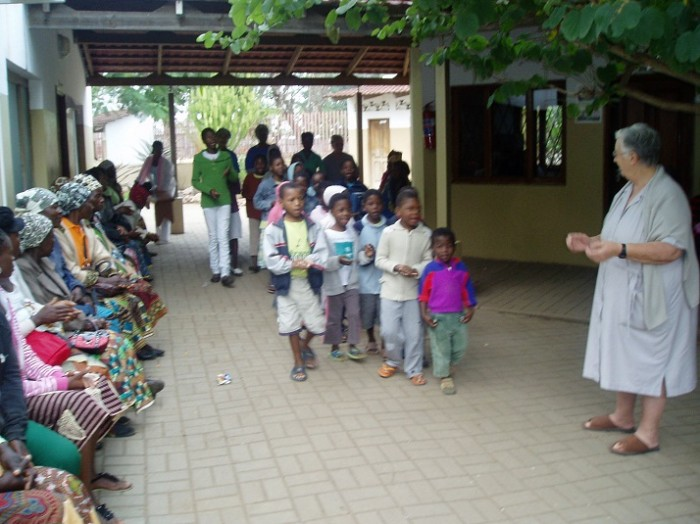 Children's Day. Photo of adoptees that hospital that day reunirao